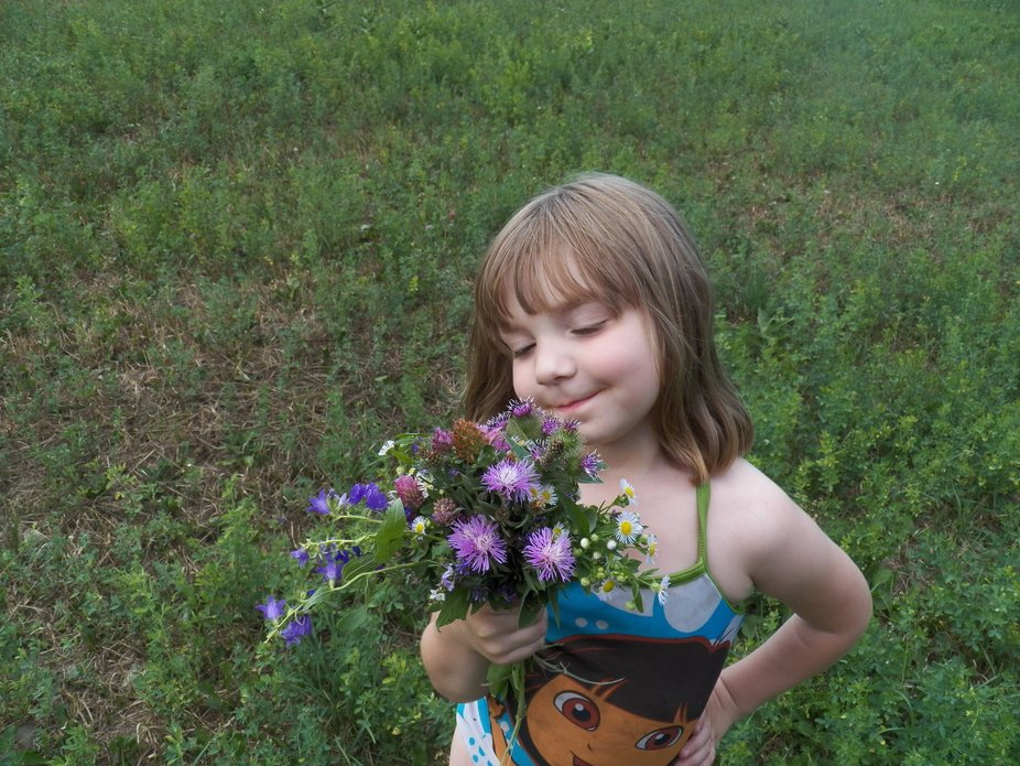 We came out of the lake and i went out to the field and picked myself a bouquet  of wild flowers.