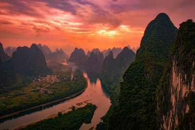 Sunset over the mountains in Yangshuo