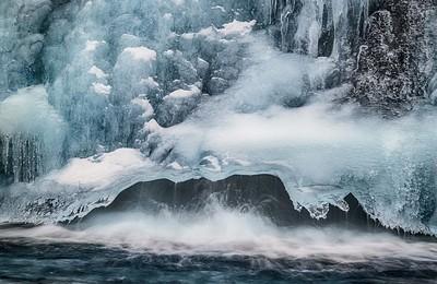 Frozen Kirkjufellsfoss