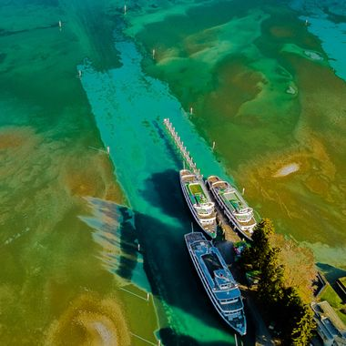 The ship works of BLS at Lake Thun????????. No wonder the ship is set over the winter season, if you see this picture from above. For the people on the ground is now time to work for maintenance. Another impressive view from the bird's view.