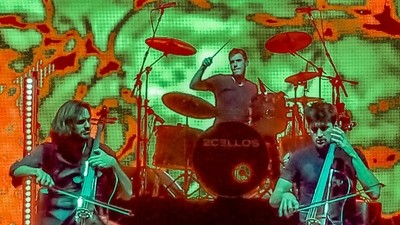 2cellos in Abstract