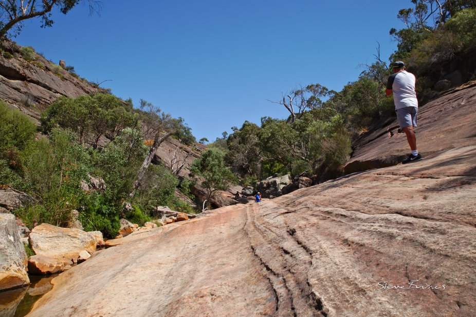 It's quite a slope on the rocky incline on the way to Venus Baths at Halls Gap (K1SD7422)