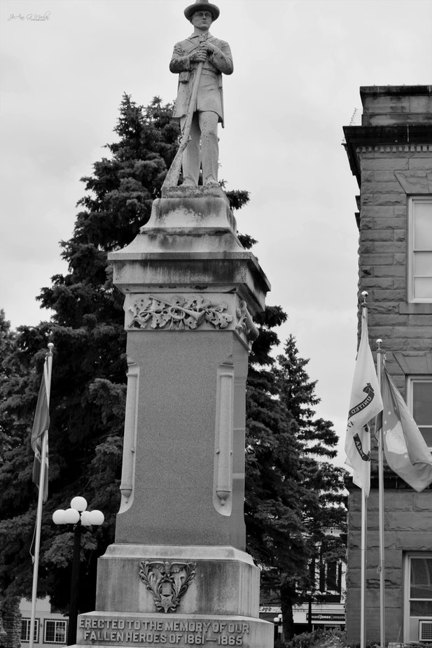 Iowa was a split state during the Civil War and many southern  Iowa towns often show which side they fought for with a statue.