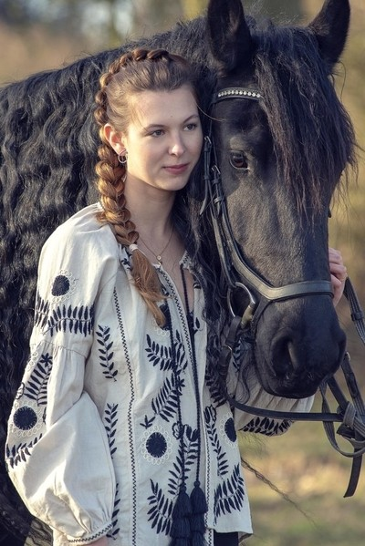 """""""A horse is the projection of peoples' dreams about themselves — strong, powerful, beautiful — and it has the capability of giving us escape from our mundane existence.  ~ Pam Brown"""