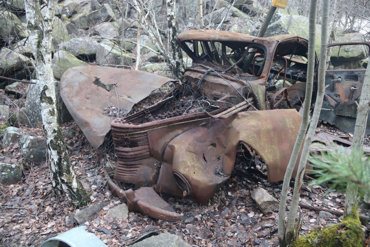 En Opel med rak sexa, har stått på samma plats i 40 år och finns kvar!!