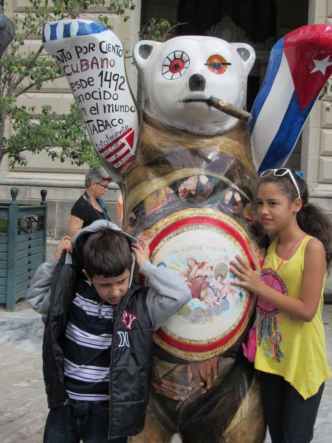 This bear was part of a collection of bears representing countries of the world displayed in Havana. I could never get the Cuba bear without people!