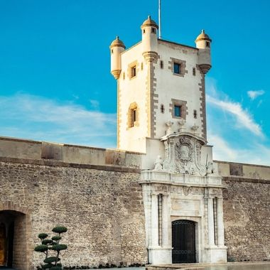 a nice shot taken of La Puerta De Tierra in Cadiz which used to be the old entrance to the city of Cadiz