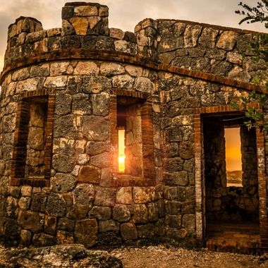 Fuerte Capron, Look out fortress made by the American troops the year they entered the Guanica bay on July 25, 1898, It's a beautiful location and lots to look at.