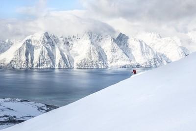 Ski mountaineering from summit to sea