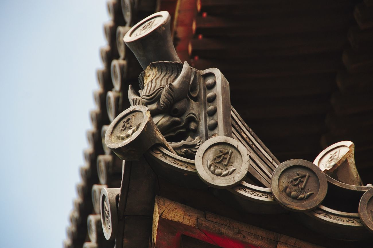 A detail of the corner of the pagoda in Ninna-ji