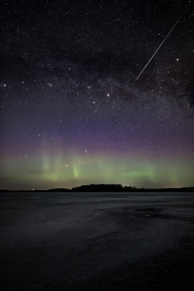 Shooting star and auroras