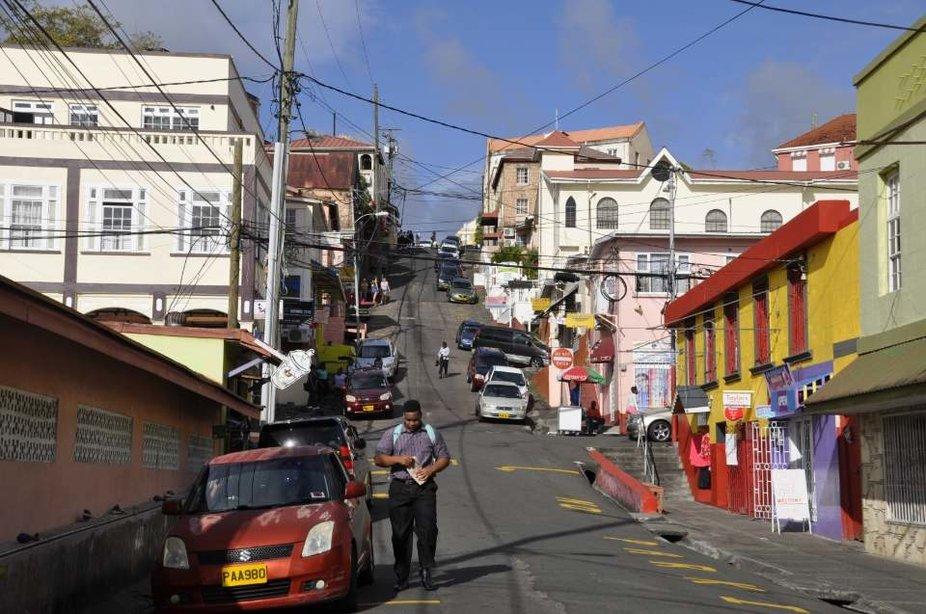 In St.George's gibt es eine Straße die klein Mainhatten genannt wird, weil die Straße steil auf geht