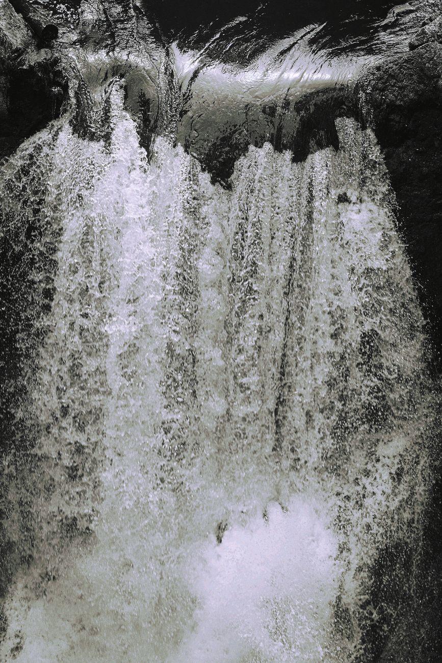 fallingwaterbw.resized