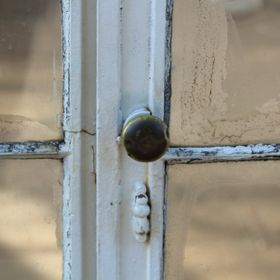 I was really drawn to the simplicity of the handle on this orangery/ greenhouse door. It is a basic item but the obvious wear on the glass and pa...