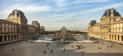 Louvre museum admission square