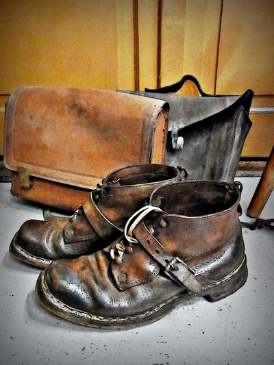 RIMG6031 old leather shoes