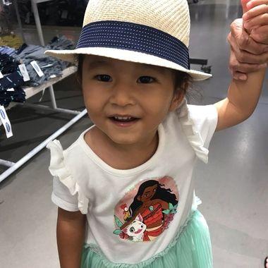Makana hat modeling