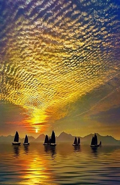 Outstanding ripples in the sky