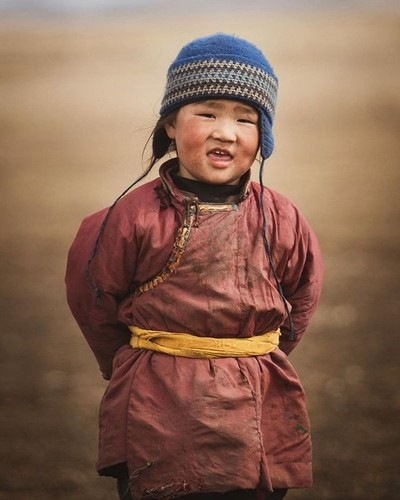 Mongolian nomad kid striking a pose for the camera . . . #mongolia #nomad #portraitphotography #canon #portrait_mood #portrait_vision #travel #travelphotography #welivetoexplore #exploretocreate #nomads #travelersnotebook #postthepeople #visualsoflife #ag