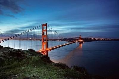 Golden Gate bridge illuminating the early hours just before sunrise . . . #California #sanfrancisco #sanfran #traveltheworld #travelphotography #cali #citykillerz #citygrammers #travelgram #travelingram #sunrise #folkgreen #folkscenery #folksouls #citysca