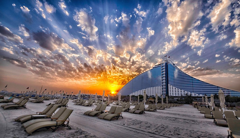 Early start to catch the amazing sky! Jumeirah Beach Hotel