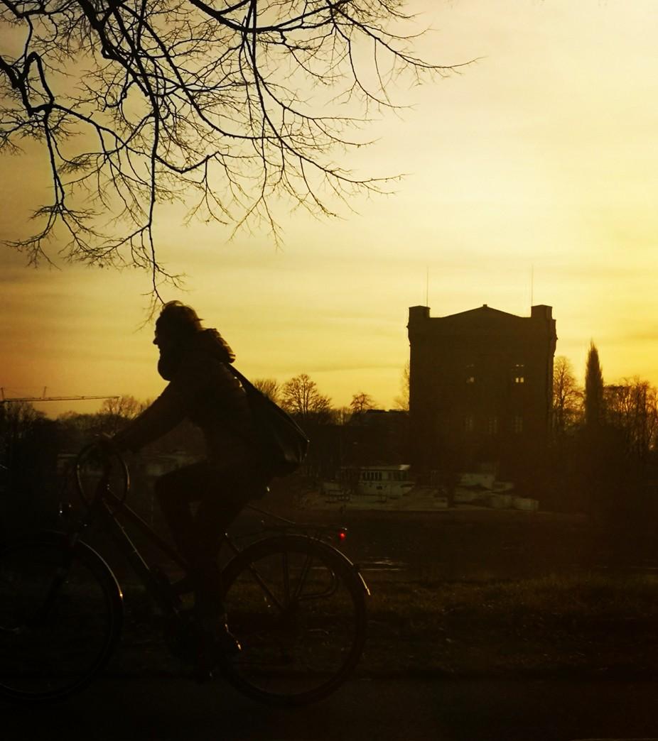 Radeln in den Sonnenuntergang