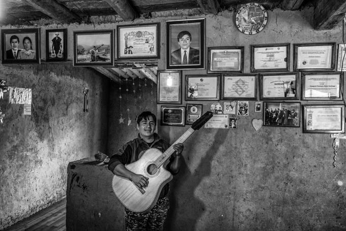 El taller del artista Santiago Uyaguari - The Guitar-Maker from San Bartolomé (near Cuenca - Ecuador) ; handcrafted // march 2019 ;