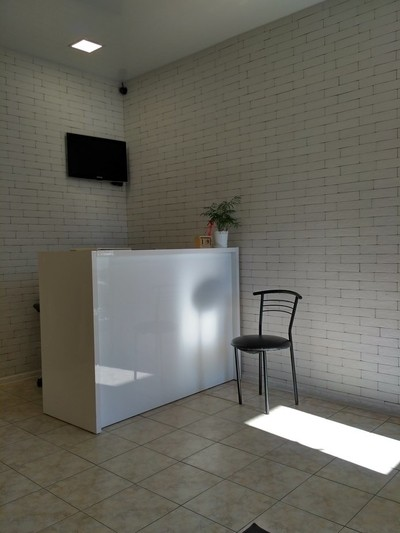 waiting near a small reception, light reflexes