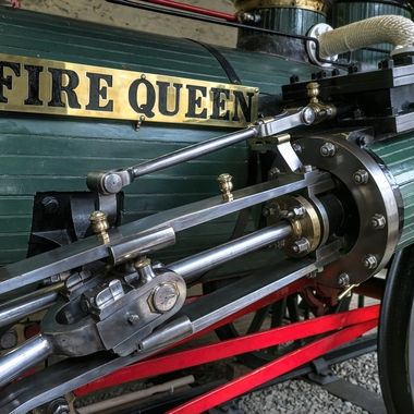 Fire Queen was one of two identical locomotives built for the Padarn Railway, which connected the Dinorwic Slate Quarry near Llanberis in north Wales with the port at Y Felinheli.