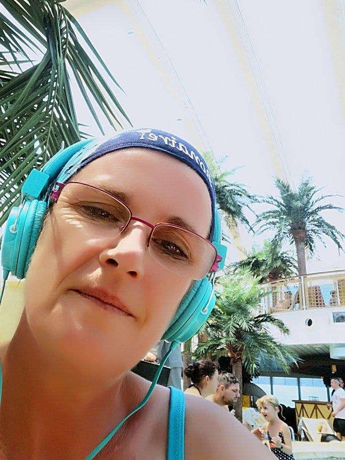 Was gibt es entspannteres als am Pool deine Lieblingsmusik zu hören