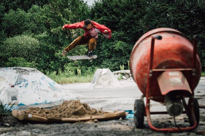 During construction works at local diy spot, we were taking a break when homies started to skate this wallie spot.Got lucky and captured this steezy Wallie North.