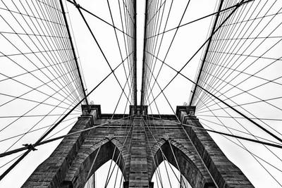 Brooklyn Bridge Website in Black and White
