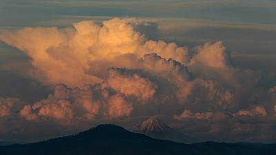 Mt. McLoughlin, Southern Oregon  by Theo-Herbots-Fotograaf