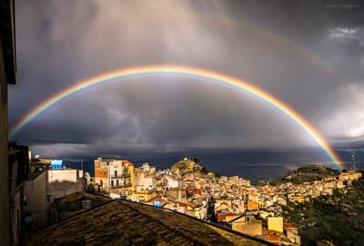 Rainbow of a thousand shades