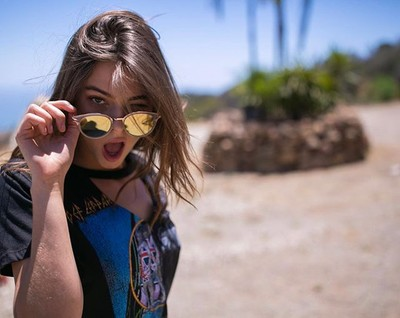 Hey there! ???? Happy Sunday Fun Day! @christygilesx  #tillys #fallfashion2017 #lifestyle #lifestylephotography #fashion #fashionphotography #photography #defleppard #bandtee #sunglasses #malibu #canon