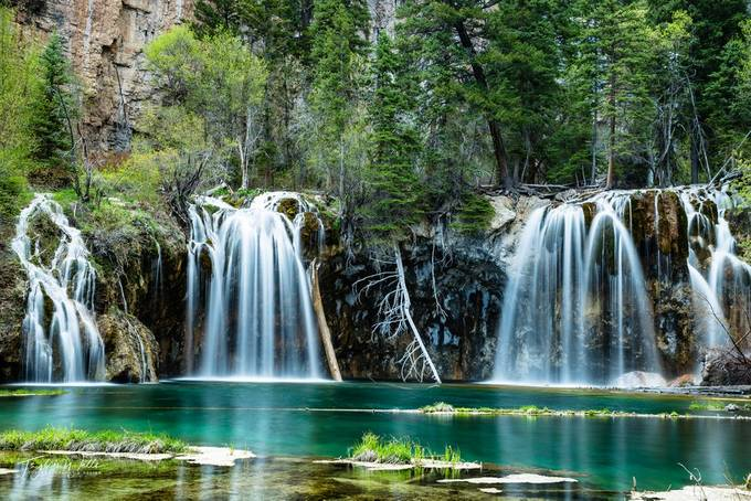This was my first time making it to hanging lake and I really want to go back and spend an entire day there I only had a few hours to get the shots that I got and didn't have enough time to take it all in and think of even more creative shots. I will definitely be making another trip that way.