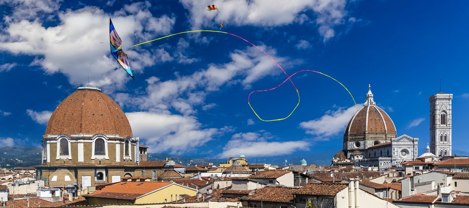 Kite_over_Florence
