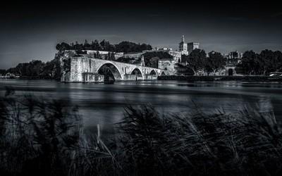 Avignon bridge in B-W