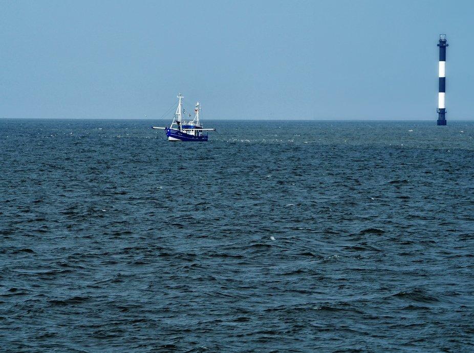 2019-06-05 Blauer Leuchtturm Schiff