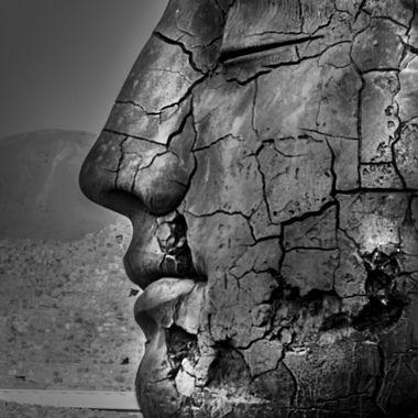 BW igor mitoraj pompeii half face
