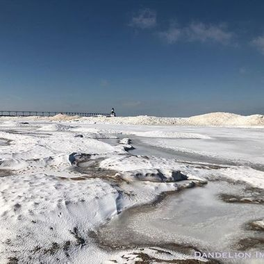 Lake Michigan Shelf Ice Sesh. @nwiphoto @amazing_weather_photos @weatherchannel @wgnmorningnews #dandelionimages  #optoutside #michigancityindiana #createplayrepeat #mymichigancity #lakemichigan #southshore #digthedunes #greatlakes #naturephotography #laportecountyindiana #amateurphotography #michigancitylighthouse #northwestindiana #uptownartsdistrictmichigancity #southendsurfclub