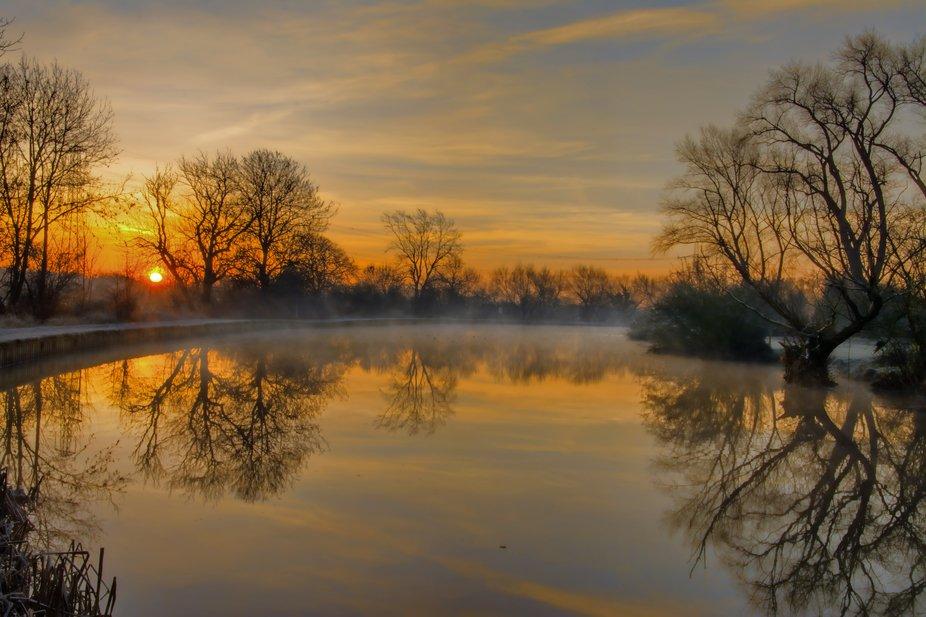 A misty sunrise on the River Soar at Kegworth, Derbyshire.