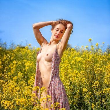 The beautiful UK model Jai in the English countryside!