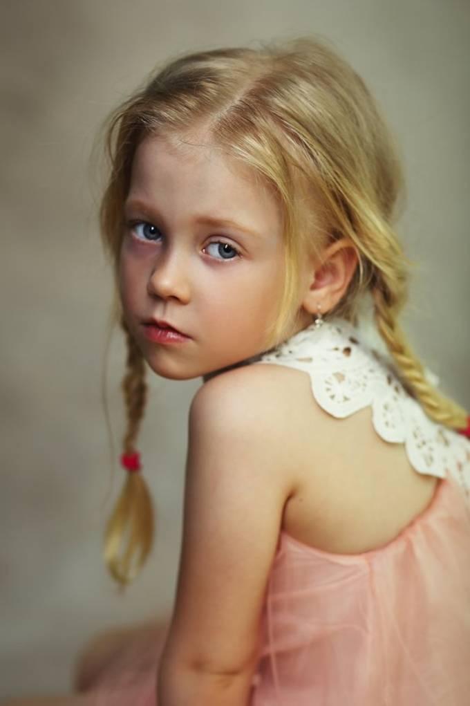 sad child by olenazaskochenko