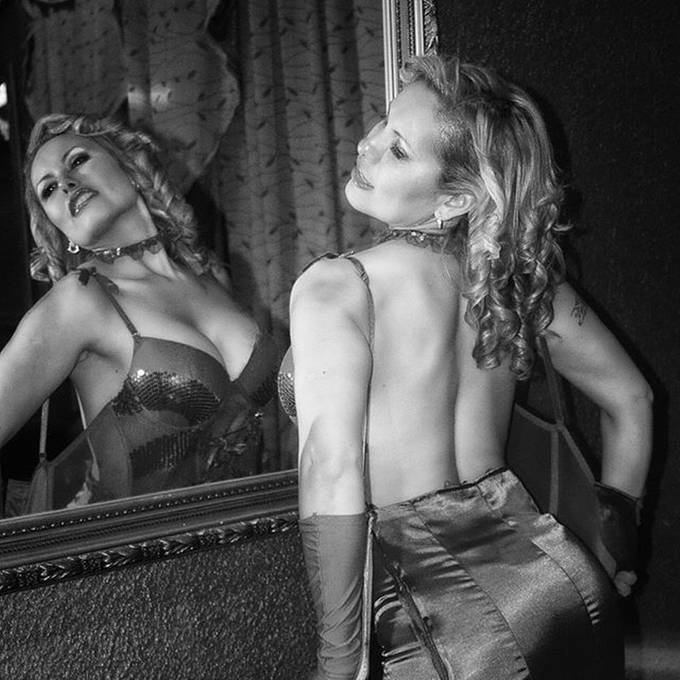#modelo #sexy #hot #fashion #erotic #models #cute #sensuality #sensual #hair #lencery  #hair #B&W #glamour #sesion #lenceria #blonde