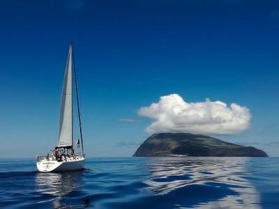 Sailing to the horizon