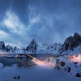 The magical town of hamnoy reaches a magical beauty in the middle of winter. You only need to look for the ideal place to achieve a good panorami...