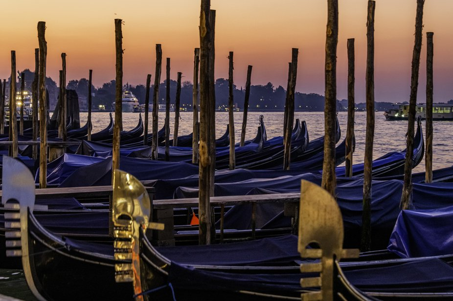 Without a doubt, Venice is the city with colours, even the sky cooperates with a beauty blush and...