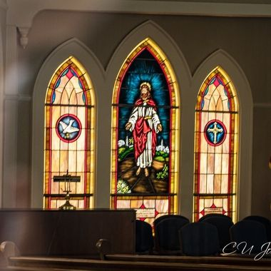 I love stain glass windows. I wish more places still did this
