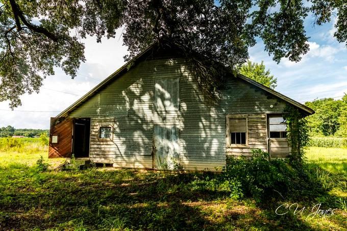 Abandoned house/barn in Vance, SC